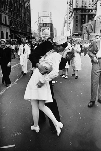 The Kiss, 1945, by Alfred Eisenstaedt